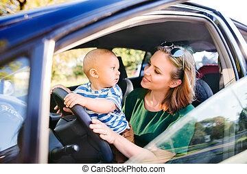 αγόρι , μικρός , αυτήν , νέος , άμαξα αυτοκίνητο. , μητέρα , μωρό