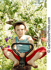 αγόρι , μικρός , γυμνόποδος , κήπος , παίξιμο