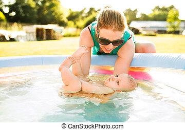 αγόρι , μικρός , δικός του , pool., μητέρα , μωρό , κολύμπι
