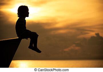 αγόρι , μικρός , κάθονται , ώρα , χαράζω , παραλία , ευτυχισμένος