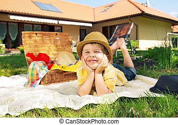 αγόρι , μικρός , κήπος , ευχαριστημένος