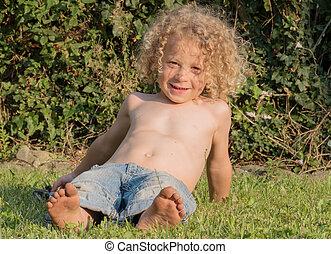 αγόρι , μικρός , παίξιμο , κήπος , shirtless
