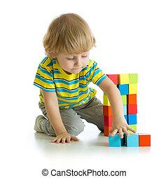 αγόρι , μικρός , παιχνίδι , απομονωμένος , φόντο , άσπρο , παίξιμο