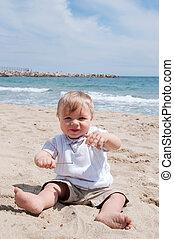 αγόρι , μικρός , παραλία , κάθονται