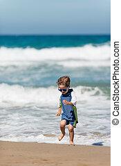 αγόρι , μικρός , παραλία , τρέξιμο , ανεμίζω