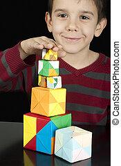 αγόρι , παίξιμο , με , με πολλά χρώματα , ανάγω αριθμό στον κύβο