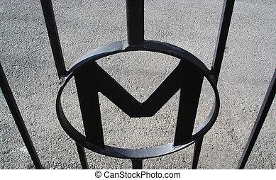 """αδυσώπητος αυλόπορτα , με , ένα , \\\""""m\\\"""", symboliron, πύλη , με , ένα"""