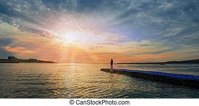 ακάθιστος , αποβάθρα , γυναίκα , ηλιοβασίλεμα , θάλασσα