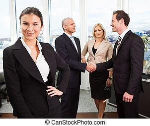 ακάθιστος , επιχειρηματίαs γυναίκα , αντιμετωπίζω