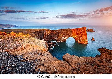 ακάθιστος , εύρεση , λάβα , καταπληκτικός , μαύρο , sea., ακρωτήριο , europe., καμάρα , ισλανδία , dyrholaey