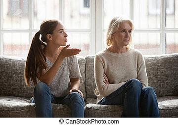 ακμάζω , κόρη , πάνω , ηλικιωμένος , αναπαριστάνω με σύμβολα , μητέρα , αγωγή , ενόχλησα