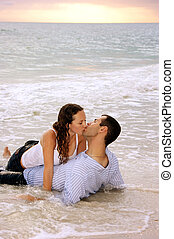 ακτίνα κυκλικής κίνησης , φιλί , αγαπητικός , ζωή , παλίρροια , μακριά