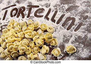 αλεύρι , tortellini , τραπέζι , φρέσκος , ακατέργαστος