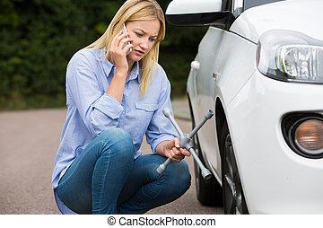 ανάλυση , βοήθεια , μετά , τηλέφωνο , αυτοκινητιστής , γυναίκα