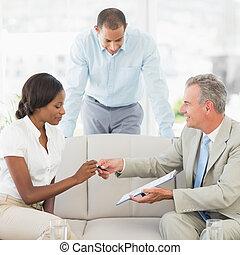 ανάμιξη , συμβόλαιο , σήμα , πένα , πελάτης , πωλητήs