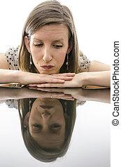ανήσυχος , γυναίκα , διάθεση αναμμένος , ένα , τραπέζι