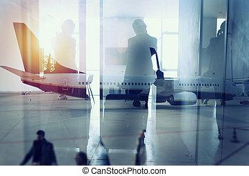 αναβάλλω , διπλός , αεροδρόμιο , απεικονίζω σε σιλουέτα , επιχειρηματίας , boarding., έκθεση