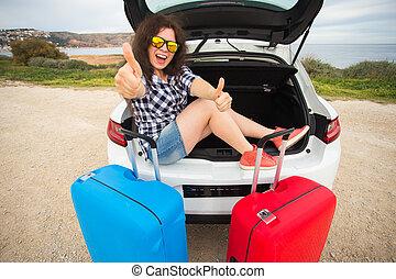 ανακριτού. , καλοκαίρι , ευθυμία γυναίκα , κάθονται , αυτοκίνητο , εκδήλωση , πίσω , νέος , άμαξα αυτοκίνητο. , αντίστοιχος δάκτυλος ζώου , κιβώτιο , κορίτσι , ανοίγω , ταξίδι , δρόμοs , γέλιο