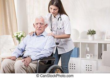 αναπηρική καρέκλα , γριά , νοσοκόμα , άντραs
