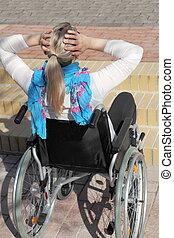 αναπηρική καρέκλα , μεταχειριζόμενος , in front of , ένα , βαθμίδα