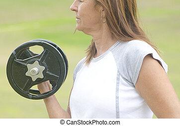 αναπτυγμένος γυναίκα , άρση βάρων , υπαίθριος