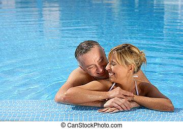 ανδρόγυνο αγαπώ , κερδοσκοπικός συνεταιρισμός , κολύμπι