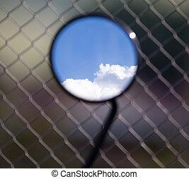 αντανάκλαση , από , θαμπάδα , επάνω , ένα , γαλάζιος ουρανός , μέσα , ένα , motobike, καθρέφτηs