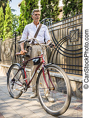 ανώτερος ανήρ , με , ποδήλατο