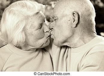 ανώτερος ανδρόγυνο , ερωτευμένα