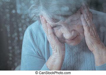 ανώτερος γυναίκα , έχει , πονοκέφαλοs
