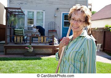 ανώτερος γυναίκα , εργαλείο κηπουρικής , κράτημα