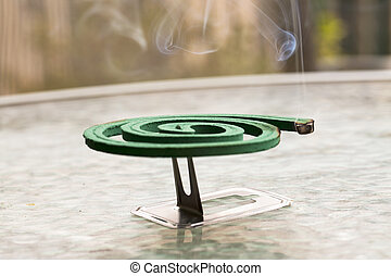 απολυμαντής διά καπνού , πάνω , βάζω τζάμια βάζω στο τραπέζι
