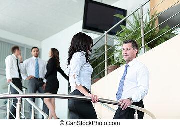 αρμοδιότητα ακόλουθοι , ζεύγος ζώων , εργαζόμενος , μέσα , ο , μοντέρνος , γραφείο