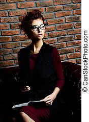 αρμοδιότητα γυναίκα , μέσα , γραφείο