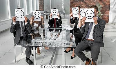 αρμοδιότητα εργάζομαι αρμονικά με , κράτημα , ανάλογα με αξίες , με , ένα , θετικός , smiley