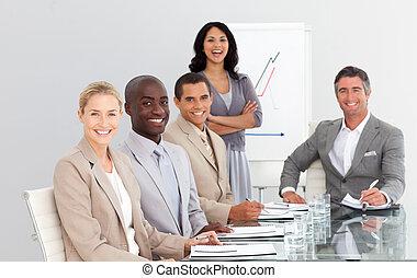 αρμοδιότητα εργάζομαι αρμονικά με , μέσα , ένα , συνάντηση