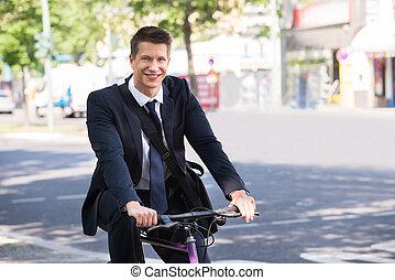 αρσενικό , επιχειρηματίας , καβαλλικεύω δίκυκλο