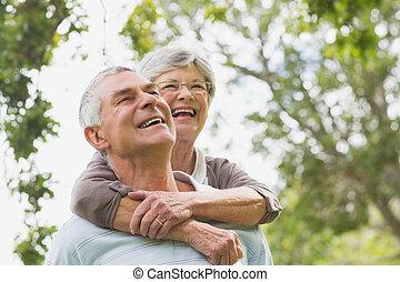 αρχαιότερος , αγκαλιά , πίσω , ανήρ γυναίκα