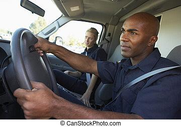 ασθενοφόρο οδηγός , και , συνάδελφος , επάνω , ο , δρόμος ,...