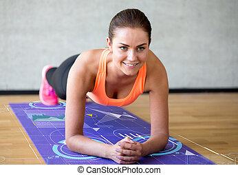 ασκήσεις , γυμναστήριο , γυναίκα , θαμπός , χαμογελαστά