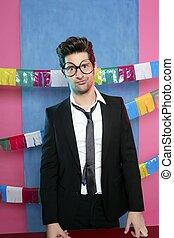 αστείος , νέοs άντραs , πάρτυ , γιορτή , γυαλιά