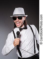 αστείος , τραγουδιστής , συναυλία , μικρόφωνο