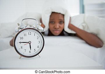 αυτήν , άγρυπνος , κρεβατοκάμαρα , τρομάζω , γυναίκα , ζωή , ρολόι