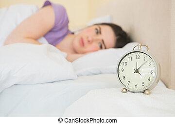 αυτήν , κουρασμένος , πάνω , κρεβάτι , αγρυπνία , κορίτσι