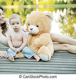 αυτήν , μετά , ατενίζω , μητέρα , μωρό , παίξιμο