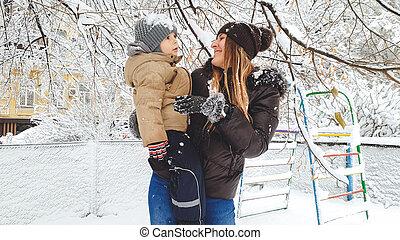 αυτήν , χιόνι , έχω , εικόνα , παίξιμο , μητέρα , αστείο , αρχίδια , παιδική χαρά , πάρκο , υιόs