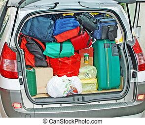 αυτοκίνητο , αποσκευές , μετάβαση , κιβώτιο , γιορτή , οικογένεια , γεμάτος , δικός του , επάνω σε , αποσκευέs