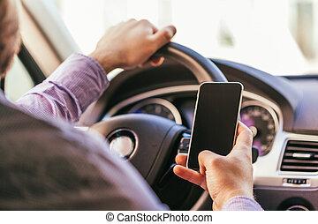 αυτοκίνητο , πάνω , smartphone, νέοs άντραs , κλείνω , χέρι , οδήγηση