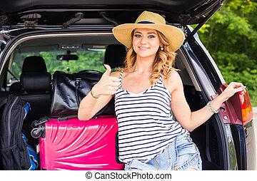 αφήνω , γυναίκα , αντίχειραs , κάθονται , σήμα , βαλίτσα , εκδήλωση , - , πάνω , ταξιδεύω , vacations., κιβώτιο , έτοιμος , τουρισμός , αυτοκίνητο