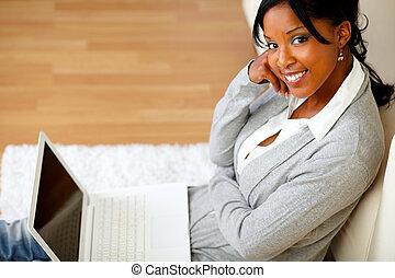 αφρο-αμερικανός , νέα γυναίκα , βλαστάρι , άρθρο internet